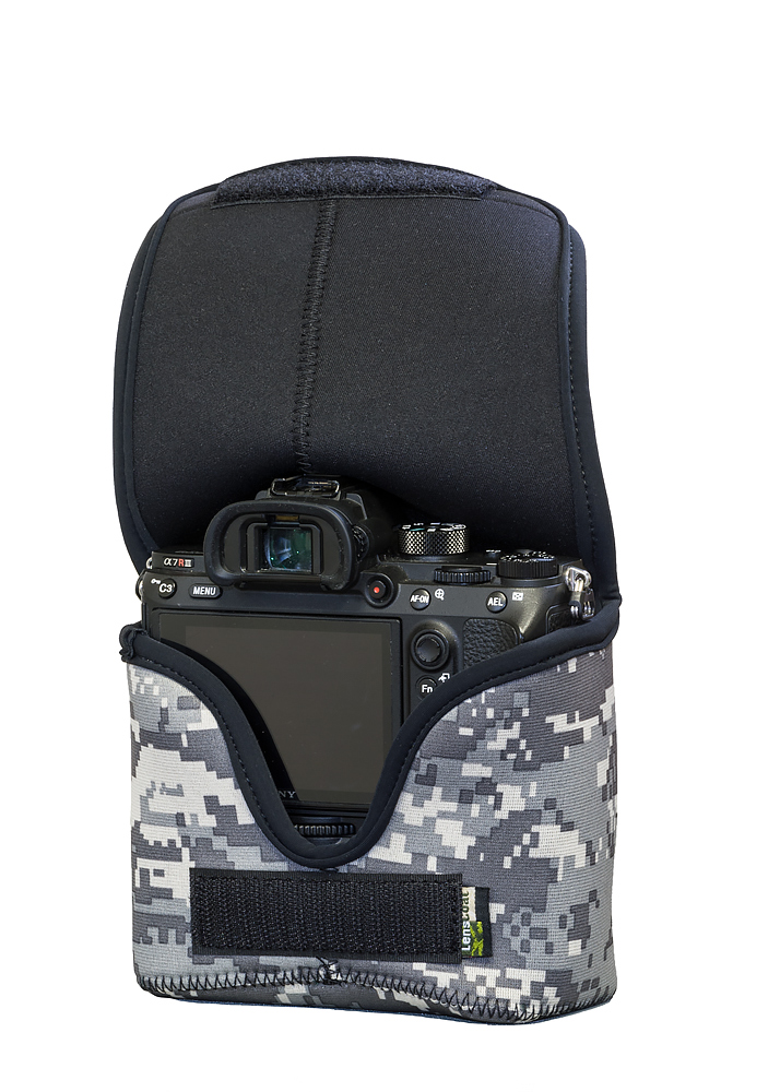 BodyBag® M with Grip Digital Camo